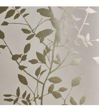 schimmernde Tapete mit Blättermuster, Hintergrund matt hellgrau mit metallischen Blättern gold