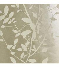 schimmernde Tapete mit Blättermuster, Hintergrund hellsilber mit matten Blättern weiß