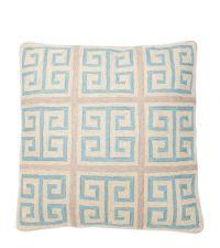 Bestickte Kissenhülle aus Baumwolle mit griechischem Pastell-Muster, hellblau & beige