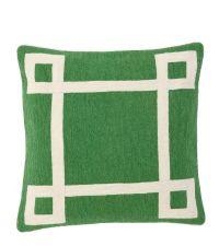 Besticktes Dekokissen aus Baumwolle mit geometrischem Muster Eichholtz, grün & weiß