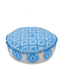 runder Pouf mit hellblauem Ethno Muster und Bommeln