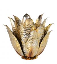 großer Kerzenständer ummantelt mit gold glitzernden Blütenblättern in Hammerschlag-Optik