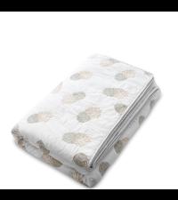 Weiße Steppdecke aus Baumwolle verziert mit einem Ananasmuster