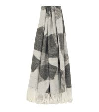 flauschig weiche Strickdecke mit abstrakter Musterung und Fransenrand, hellgrau, grau & weiß