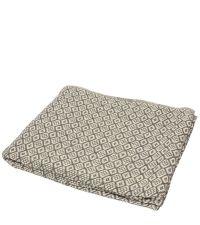 graue Baumwolldecke mit geometrischem Muster