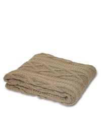 taupefarbene Strickdecke aus Baumwolle mit Zopfmuster
