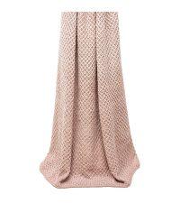 grob gewebte Decke mit breiten Streifen von hellrosa bis altrosa