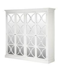 doppelter, weißer Kleiderschrank im Landhausstil mit Schranktüren aus Spiegelglas und geometrischen Figuren