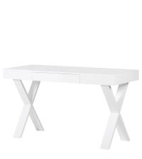 schlichter, weißer Hochglanz-Schreibtisch mit gekreuzten Beinen