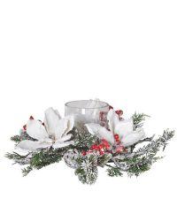 schneebedecktes Kunstblumengesteck aus Tannenzweigen und weißen Magnolien mit Teelichthalter