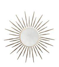 runder Wandspiegel mit goldenem Rahmen in Sonnenstrahlen-Optik