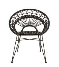 schwarzer Rattanstuhl im trendigen Boho-Style mit verzierter Rückenlehne und schwarzen Metallbeinen