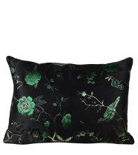 rechteckige Kissenhülle in schwarzer Seiden-Optik bestickt mit grün-schwarzem Natur-Muster