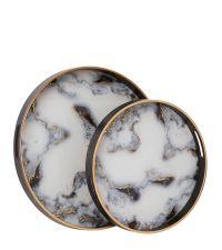 2er-Set runde Tabletts aus schwarzem Holz & Glas mit marmorierter Innenseite