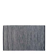 zart gestreifter Webteppich in schwarz-weiß