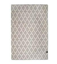 moderner Wollteppich mit weißem Trellis-Muster, grau