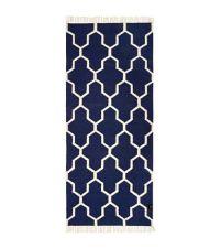 länglicher Baumwollteppich mit Muster und Fransen, dunkelblau