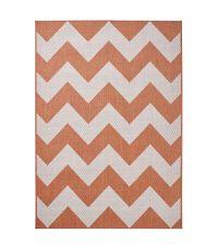 Teppich aus flachgewebtem Kunststoff mit geometrischem Zickzack Muster in cremeweiß und terrakotta