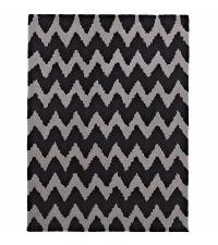 länglicher Teppich aus handgetuftetem Acrylstoff mit Zickzack Muster in schwarz und grau