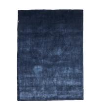 weicher Velvet-Teppich mit glänzender Oberfläche, dunkelblau