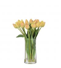 frühlingshafter Tulpenstrauß in hoher Vase aus Glas, gelb