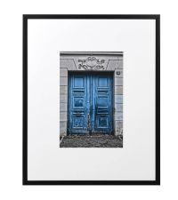 großes Wandbild 'Paris' mit blauer Türe mit schwarzem Rahmen und weißem Passepartout