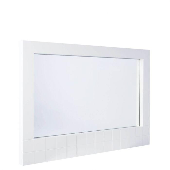 moderner rechteckiger Wandspielgel mit matt weißem strukturierten Rahmen