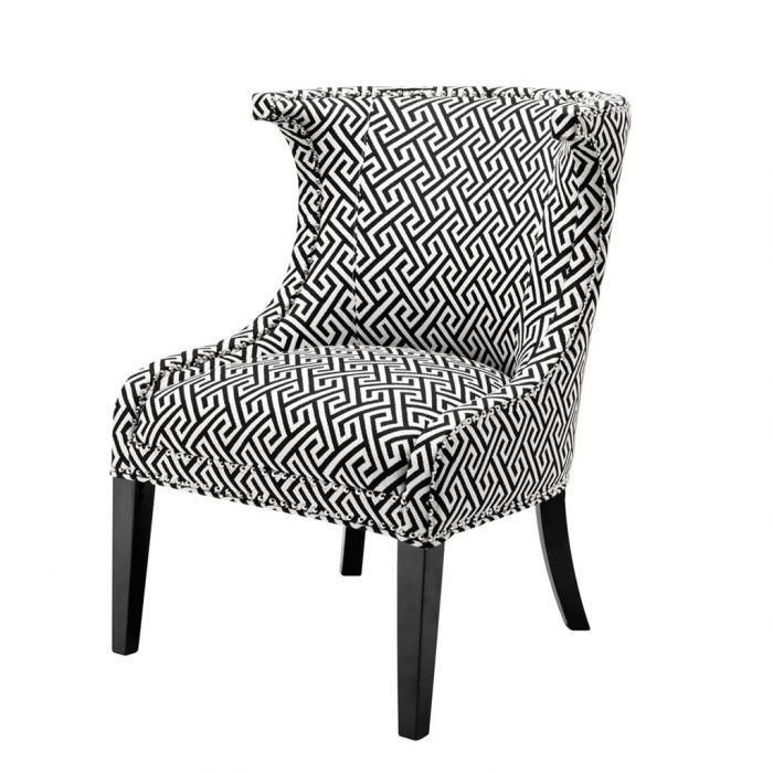 Schwarz Weiß Gemuterter Sessel Mit Schwarzen Fuessen Eichholtz