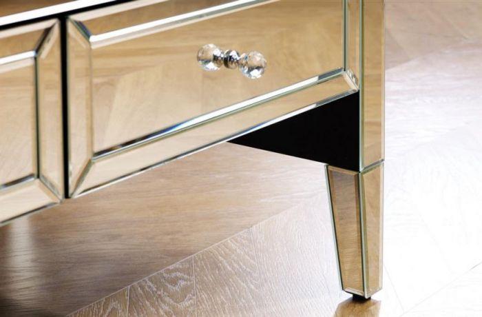 Klassischer Verspiegelter Couchtisch Aus Klarem Spiegelglas Mit Zwei